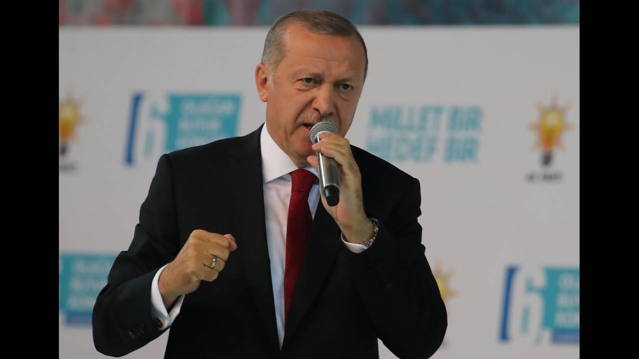 https://cdn.cnngreece.gr/media/news/2019/02/15/165868/photos/snapshot/2018-08-18T113915Z_1653606812_RC18BC6A1F00_RTRMADP_3_TURKEY-POLITICS-ERDOGAN-1.JPG