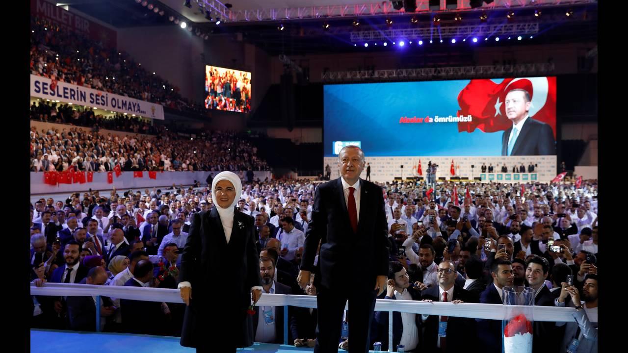 https://cdn.cnngreece.gr/media/news/2019/02/15/165868/photos/snapshot/2018-08-18T114038Z_360289963_RC1B42A98740_RTRMADP_3_TURKEY-POLITICS-ERDOGAN.JPG