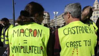 Βγήκαν ξανά στους δρόμους της Γαλλίας τα «κίτρινα γιλέκα»