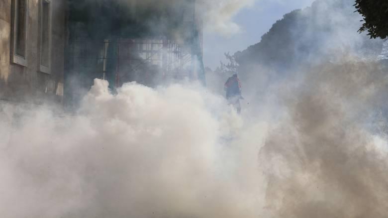 Καζάνι που βράζει η Αλβανία: Άγρια επεισόδια με τραυματίες έξω από το πρωθυπουργικό μέγαρο