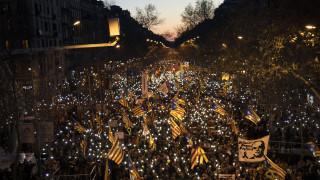 Χιλιάδες κατέκλυσαν τη Βαρκελώνη κατά της δίκης των υπέρμαχων της ανεξαρτησίας
