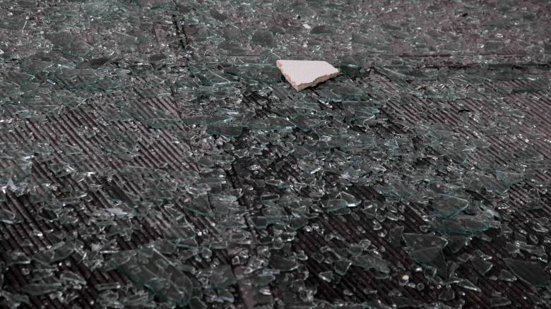 Καρέ-καρέ η επίθεση μελών του Ρουβίκωνα σε πολυκατάστημα στη λεωφόρο Κηφισίας