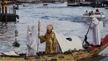 Φαντασμαγορικό σόου στην έναρξη του καρναβαλιού στη Βενετία