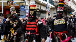Άνοιξε το Τριώδιο: Σε ρυθμούς καρναβαλιού η χώρα