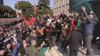Αλβανία: 15 συλλήψεις μετά τα επεισόδια έξω από το κτήριο της κυβέρνησης