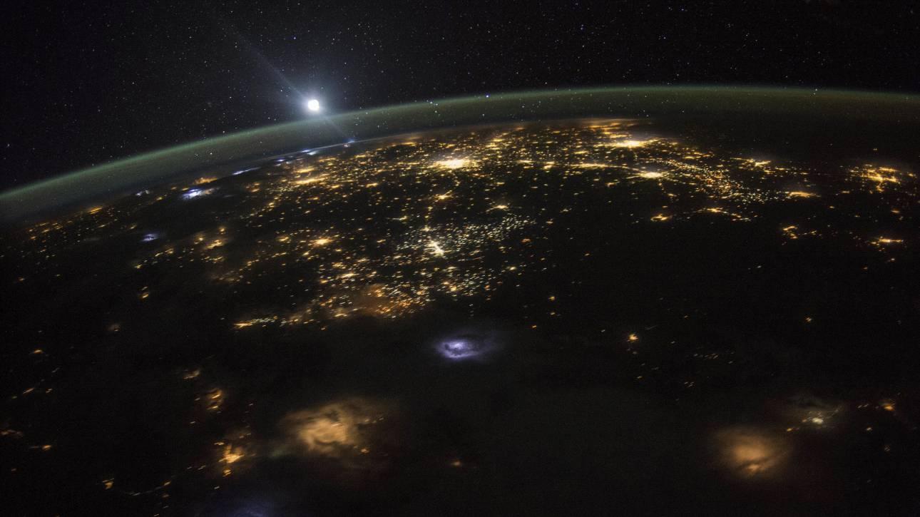 Ποιος ευθύνεται για την αύξηση όσων πιστεύουν ότι η Γη είναι επίπεδη;