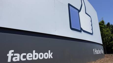 Έκθεση για τα fake news: «Ψηφιακός γκάνγκστερ» το Facebook