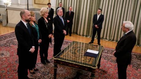Ορκίστηκαν οι έξι νέοι υπουργοί της κυβέρνησης