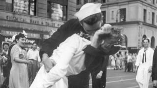Πέθανε ο ναύτης της φωτογραφίας - σύμβολο για το τέλος του Β΄ Παγκοσμίου Πολέμου (pics&vid)