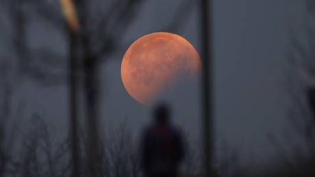 «Σούπερ χιονισμένη σελήνη»: Σήμερα το εντυπωσιακό φαινόμενο