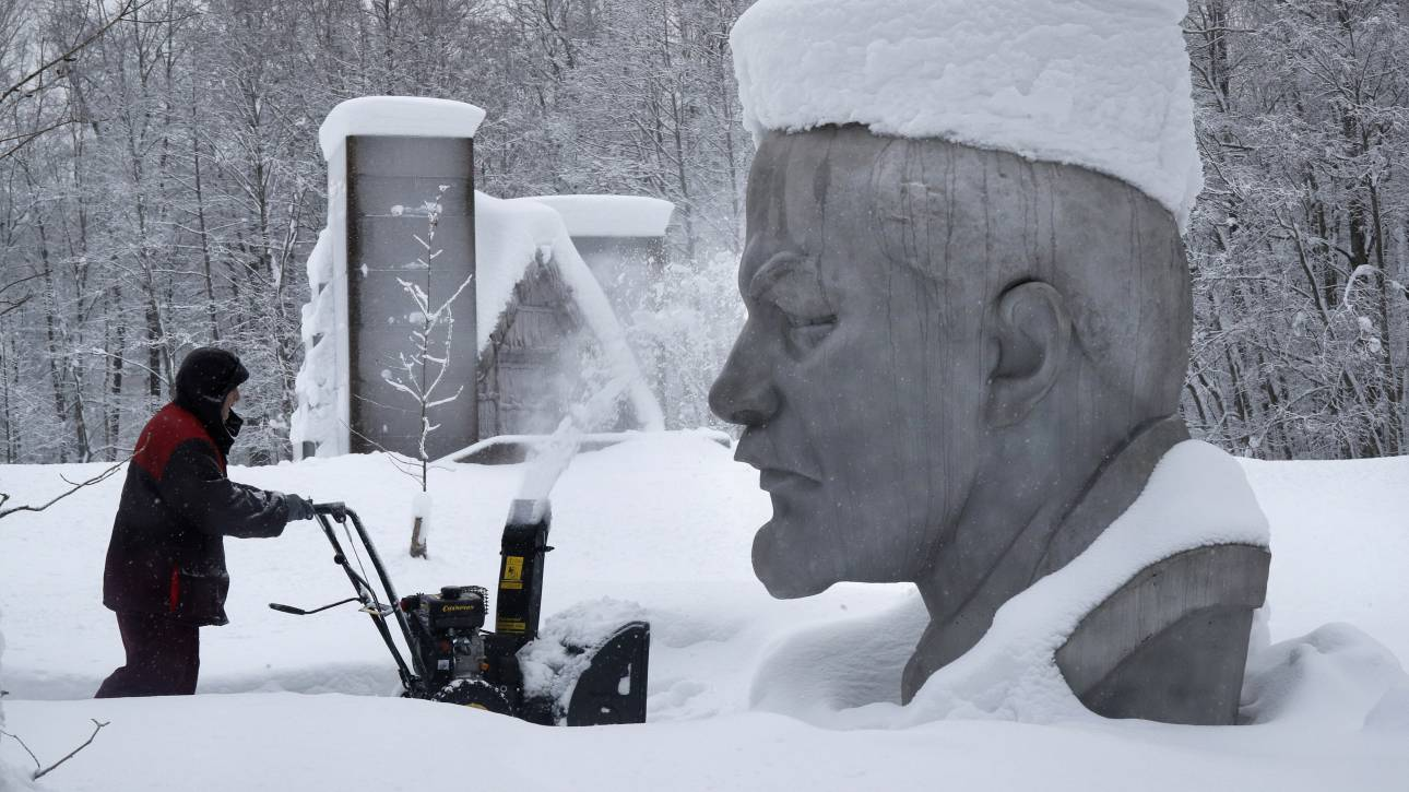 Εικόνες που κόβουν την ανάσα: Ινδοί στο Γάγγη, ο Λένιν θαμμένος στο χιόνι, διαδηλώσεις στην Αϊτη
