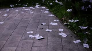 Πανό και τρικάκια έξω από το Ρωσικό Προξενείο στο Χαλάνδρι