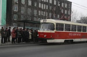 Τα παλιά και ανεπαρκή Μέσα Μαζικής Μεταφοράς της Πιονγιάνγκ, τα τελευταία χρόνια εκσυγχρονίζονται σε μια προσπάθεια του Κιμ να βελτιωθεί το επίπεδο ζωής των κατοίκων της πόλης.