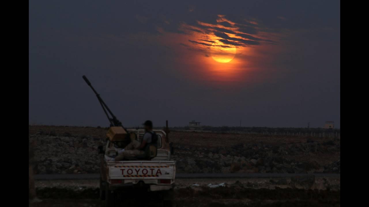 https://cdn.cnngreece.gr/media/news/2019/02/19/166296/photos/snapshot/SUPERMOON-SIGHTING-SYRIA-REUTERSAlaa-Al-Faqir.jpg