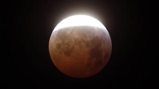 «Σούπερ χιονισμένη σελήνη»: Δείτε live την εντυπωσιακή πανσέληνο