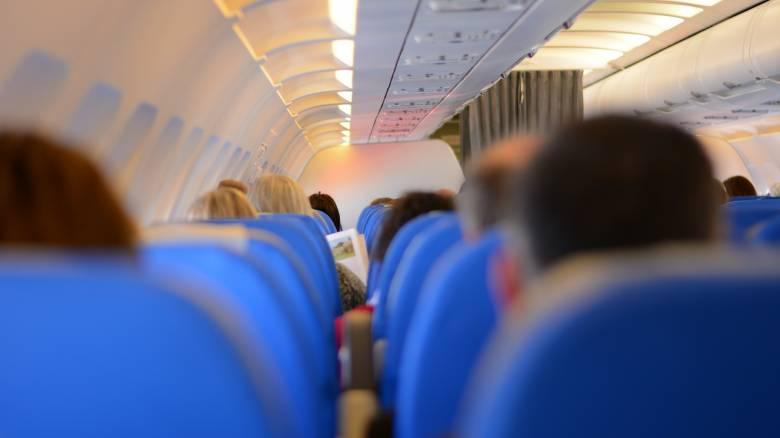 Απίστευτη πτήση: Ταξίδεψε ξυπόλητος φορώντας το μποξεράκι του