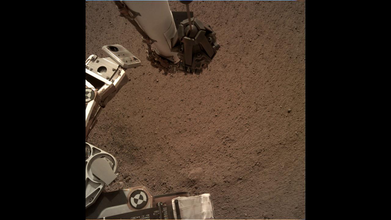 https://cdn.cnngreece.gr/media/news/2019/02/20/166350/photos/snapshot/_mars.nasa.gov_insight-raw-images_surface_sol_0010_idc_D000M0010_597403546EDR_F0000_0462M_.PNG
