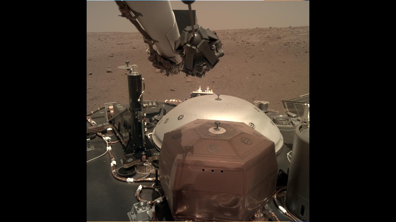 https://cdn.cnngreece.gr/media/news/2019/02/20/166350/photos/snapshot/_mars.nasa.gov_insight-raw-images_surface_sol_0010_idc_D006L0010_597414163EDR_F0002_0080M_.PNG
