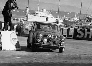 Άλλος ένας θρύλος της παγκόσμιας αυτοκίνησης, το Mini Cooper (εδώ από το ράλι του Μόντε Κάρλο, το 1964) γίνεται ηλεκτρικός.