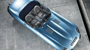 Κάτω από το μακρύ καπό ενός από τα πιο διαχρονικά μοντέλα της βρετανικής αυτοκινητοβιομηχανίας τη θέση του εξακύλινδρου έχει πάρει μια συστοιχία μπαταριών ιόντων λιθίου, ενώ από πίσω της βρίσκεται ο ηλεκτροκινητήρας.