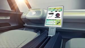 Από τη δυνατότητα περιστροφής του καθίσματος του οδηγού και την «εξαφάνιση» του τιμονιού μέσα στο ταμπλό με το πάτημα ενός κουμπιού, έως την τρισδιάστατη προβολή πληροφοριών μπροστά από το αυτοκίνητο και σε μία απόσταση από 7 έως 15 μέτρα, η σύγχρονη έκδο