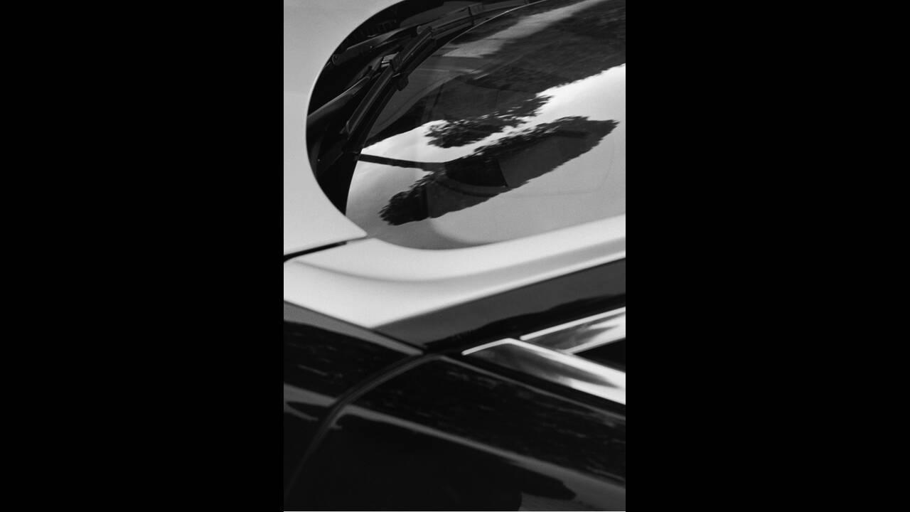 https://cdn.cnngreece.gr/media/news/2019/02/20/166355/photos/snapshot/KARL-LAGERFELD-ROLLS-ROYCE-2.jpg