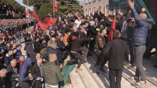 «Καζάνι που βράζει» η Αλβανία: Η αντιπολίτευση δείχνει την… έξοδο στον Ράμα