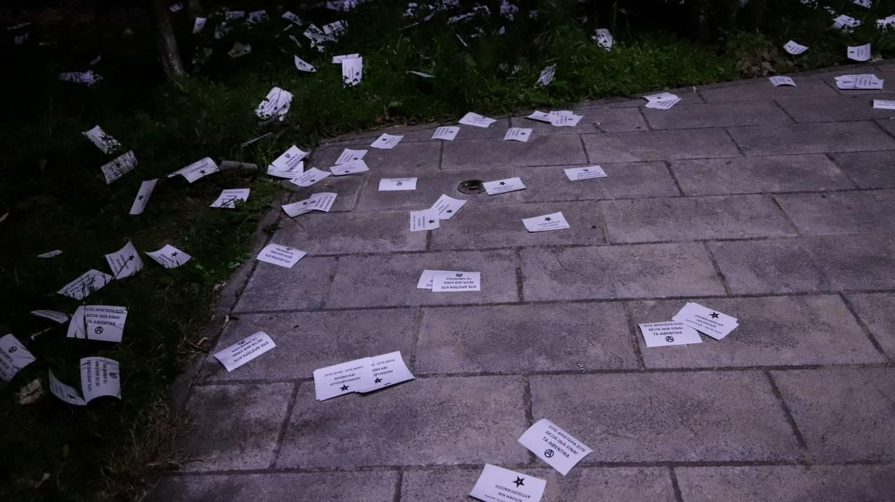 Εισβολή αντιεξουσιαστών στο Εφετείο - Πέταξαν τρικάκια