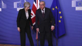 Brexit: Άκαρπη η συνάντηση της Μέι με το «ματωμένο» Γιούνκερ - «Όχι δεν μου επιτέθηκε!»