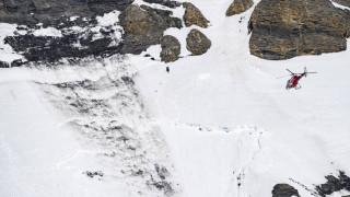 Βίντεο-σοκ από τη χιονοστοιβάδα που καταπλάκωσε σκιέρ στην Ελβετία