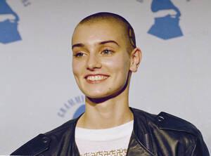 1989 Η Ιρλανδή τραγουδίστρια Σινέντ Ο'Κόνορ στα βραβεία Grammy, στη Νέα Υόρκη.