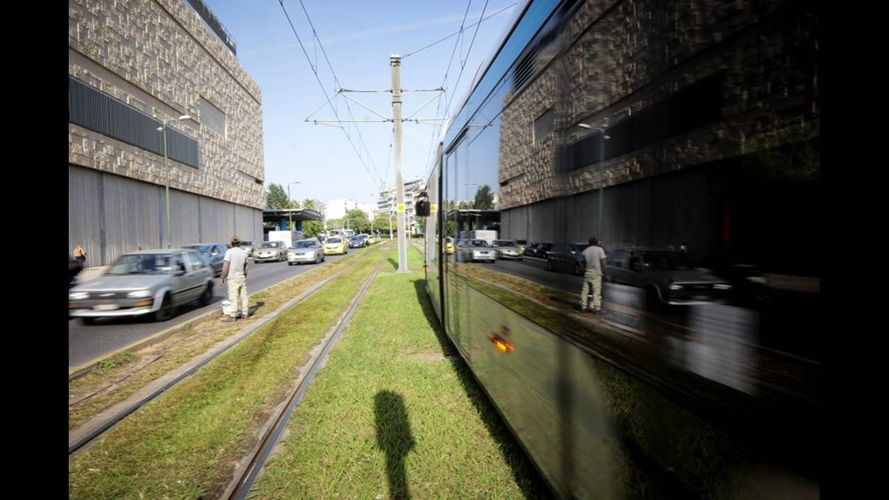 https://cdn.cnngreece.gr/media/news/2019/02/21/166540/photos/snapshot/tram2.jpg