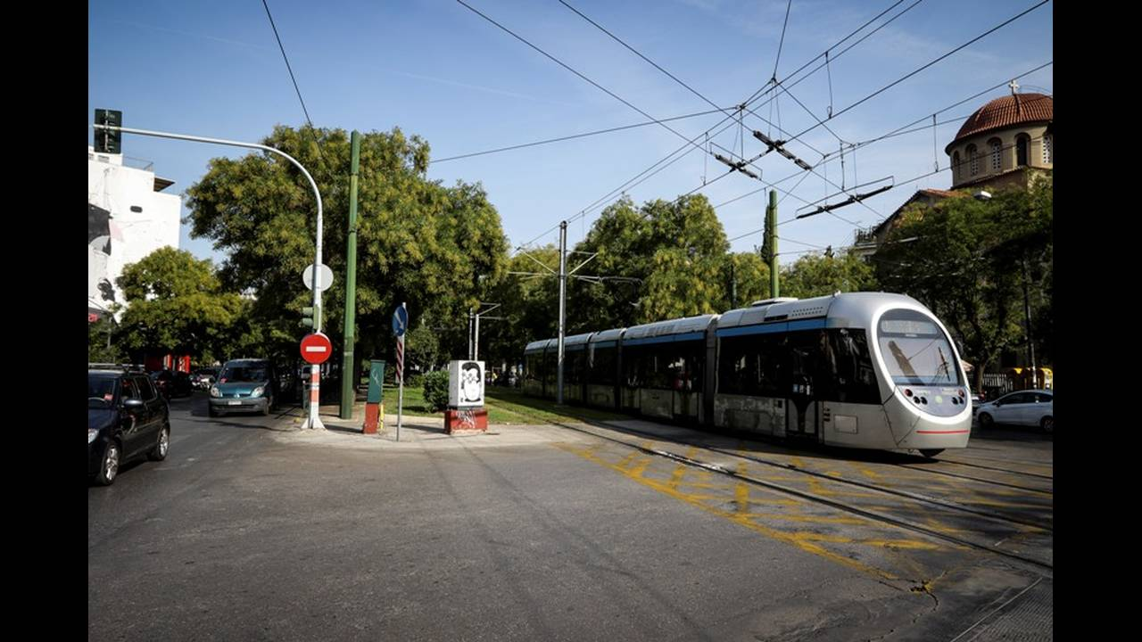 https://cdn.cnngreece.gr/media/news/2019/02/21/166540/photos/snapshot/tram3.jpg