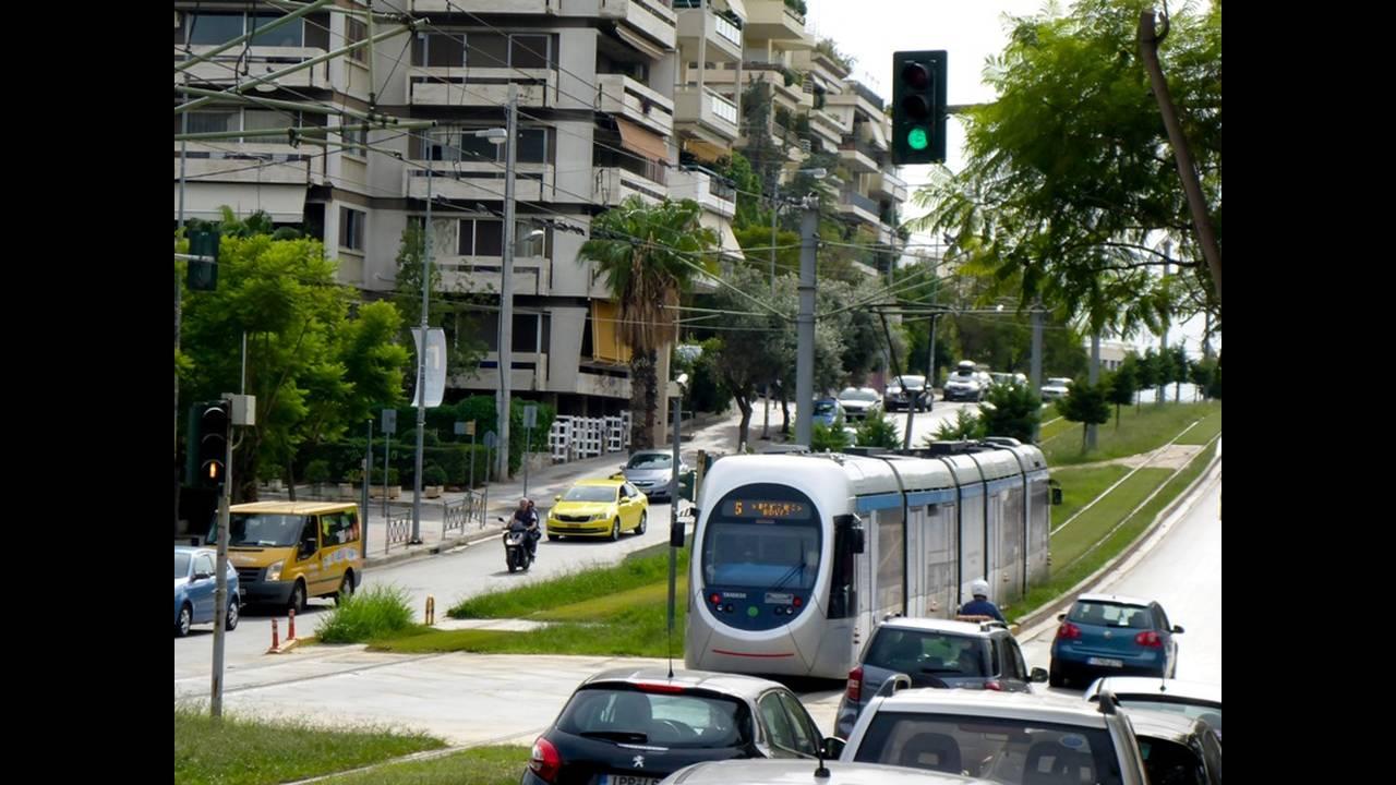 https://cdn.cnngreece.gr/media/news/2019/02/21/166540/photos/snapshot/tram5.jpg