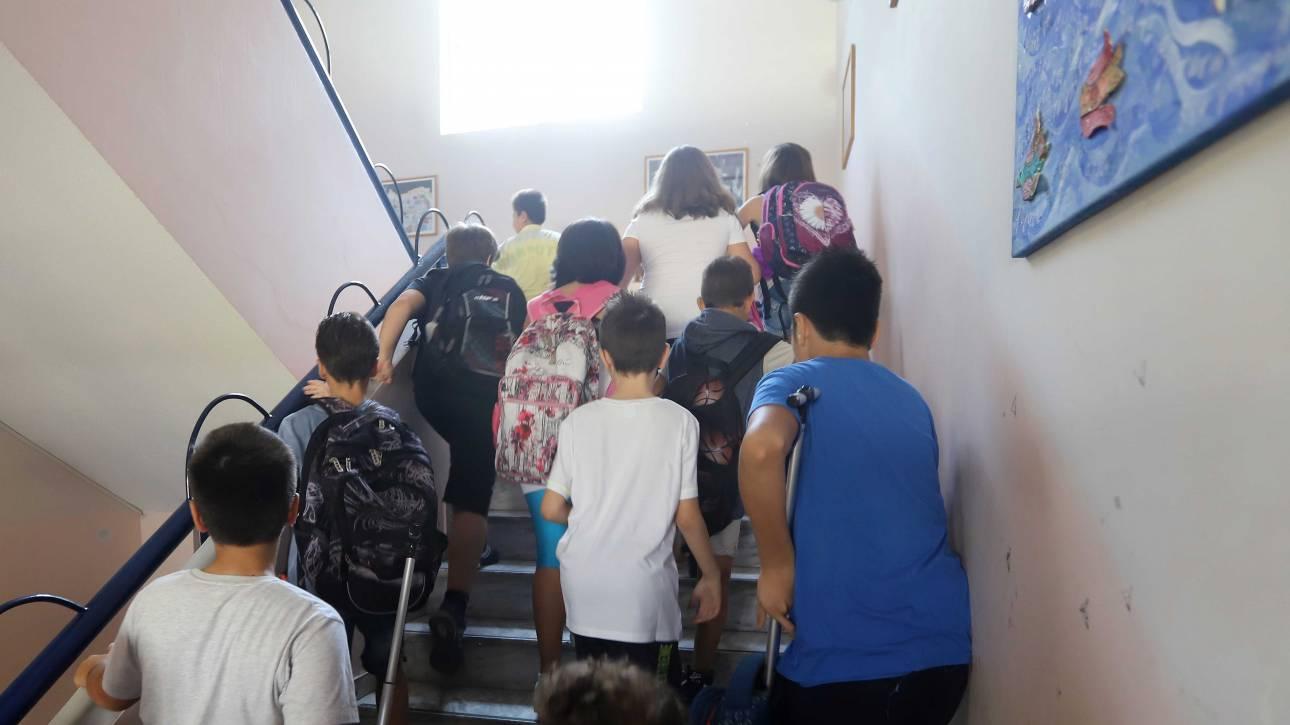Ιταλία: Δάσκαλος έβαζε τιμωρία μαύρο μαθητή και προέτρεπε την τάξη να δει πόσο άσχημος είναι