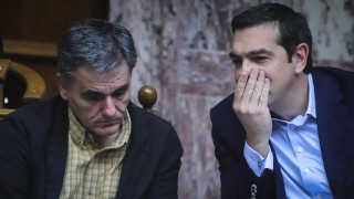 «Επιχείρηση» μείωση πλεονασμάτων για τον Αλέξη Τσίπρα ενόψει εκλογών