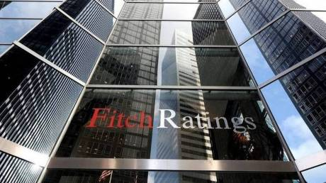 Fitch: Αντιμέτωπη με προκλήσεις και αδυναμίες η ελληνική οικονομία