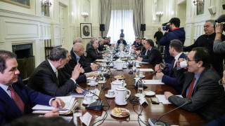 «Πυρά» της αντιπολίτευσης σε Κατρούγκαλο: Να μην δεσμεύσει τη χώρα η κυβέρνηση