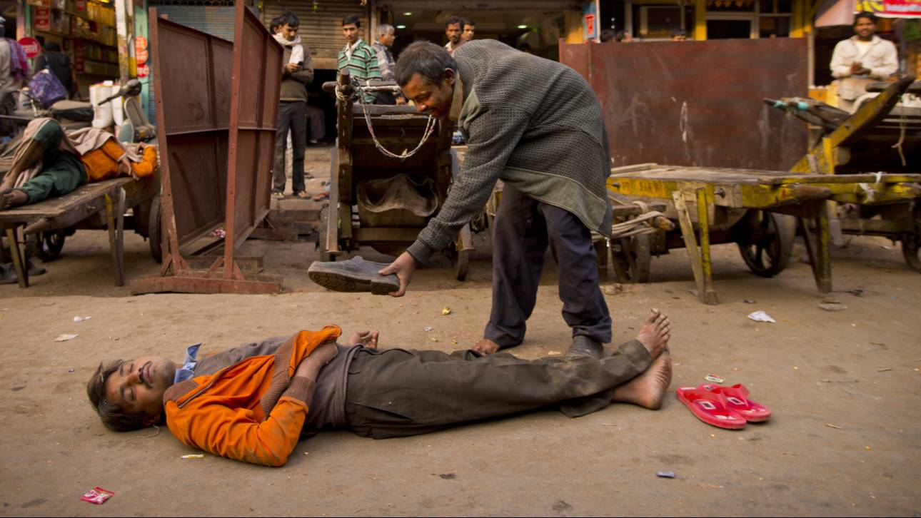 Ινδία: Ανεβαίνει δραματικά ο αριθμός των νεκρών από το νοθευμένο αλκοόλ