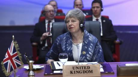 Brexit: Η Τερέζα Μέι «παίζει» με τον χρόνο