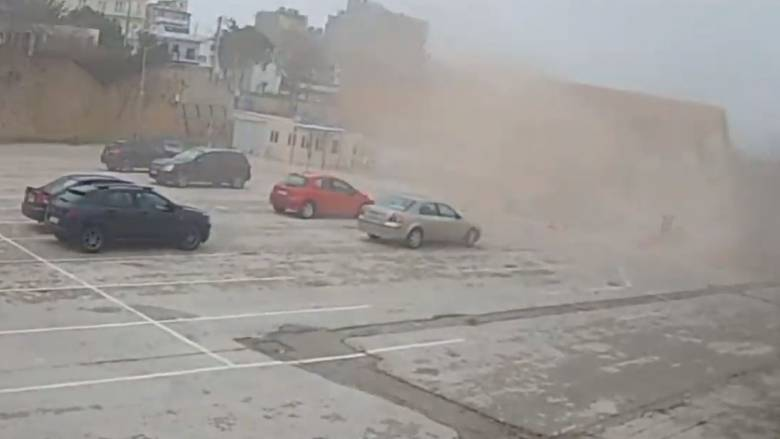 Βίντεο: Κατάρρευση αποθήκης του ΟΣΕ στην Αλεξανδρούπολη