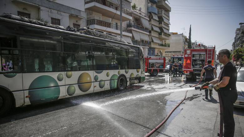Λεωφορείο έπιασε φωτιά εν κινήσει στη Λεωφόρο Μεσογείων