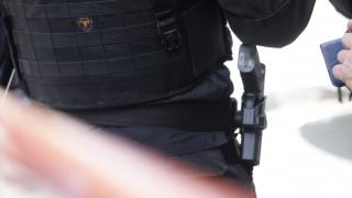 Διέρρηξαν σπίτι αστυνομικού και έκλεψαν τα όπλα του