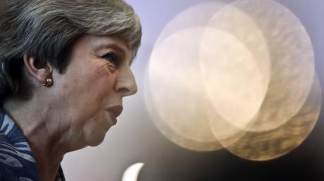 Guardian: Το Brexit μπορεί να καθυστερήσει ως το 2021