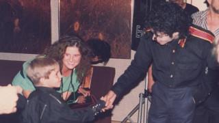 """Φωτογραφίες ντοκουμέντα με τον Μάικλ Τζάκσον: «Έβαζε στην πόρτα """"Μην Ενοχλείτε"""" και με κακοποιούσε»"""