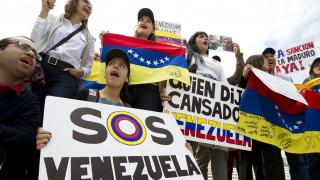 Χάος στη Βενεζουέλα: Νεκροί, τραυματίες και αγνοούμενοι στις συγκρούσεις στα σύνορα