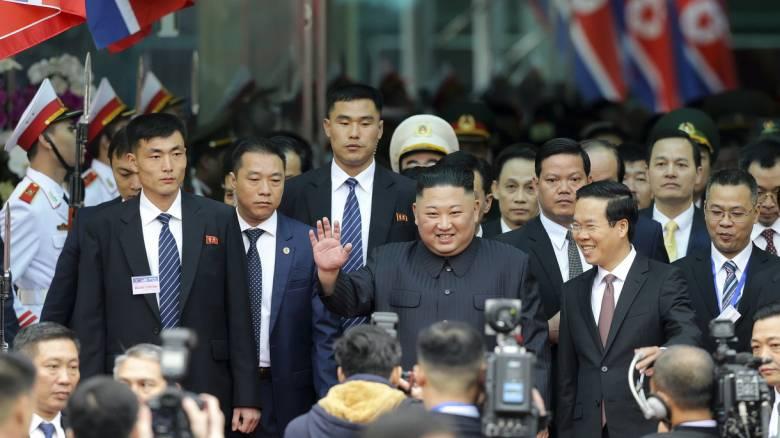 Έφθασε στο Βιετνάμ ο Κιμ Γιονγκ Ουν για τη δεύτερη συνάντηση με τον Τραμπ