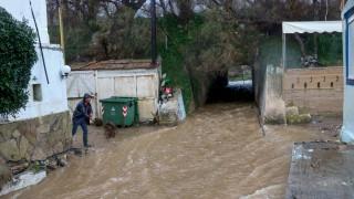 Τεράστιες οι καταστροφές στην Κρήτη από την κακοκαιρία – Αγωνία για τον αγνοούμενο κτηνοτρόφο
