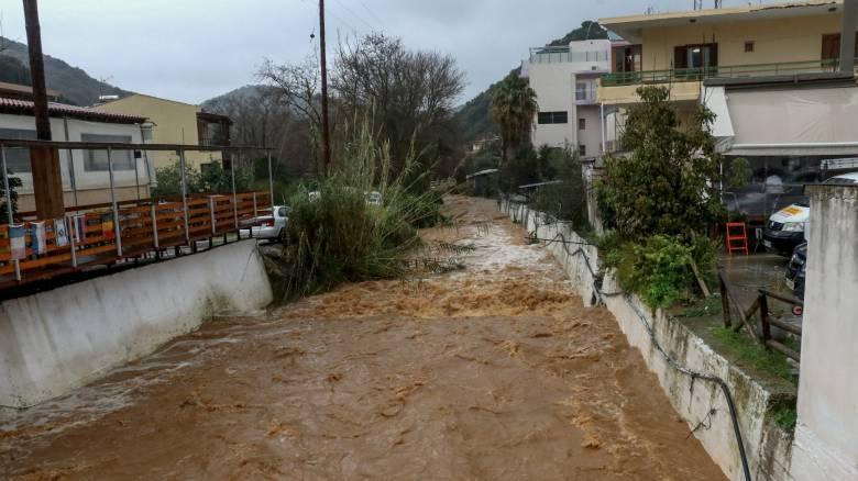 Εικόνες καταστροφής στην Κρήτη - Βατραχάνθρωποι μετέχουν στις έρευνες για τον κτηνοτρόφο