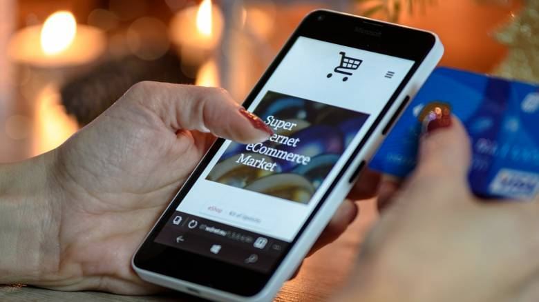 «Crash test» για τους τεχνολογικούς κολοσσούς: Η Κομισιόν εξετάζει νέους κανόνες για τις πληρωμές